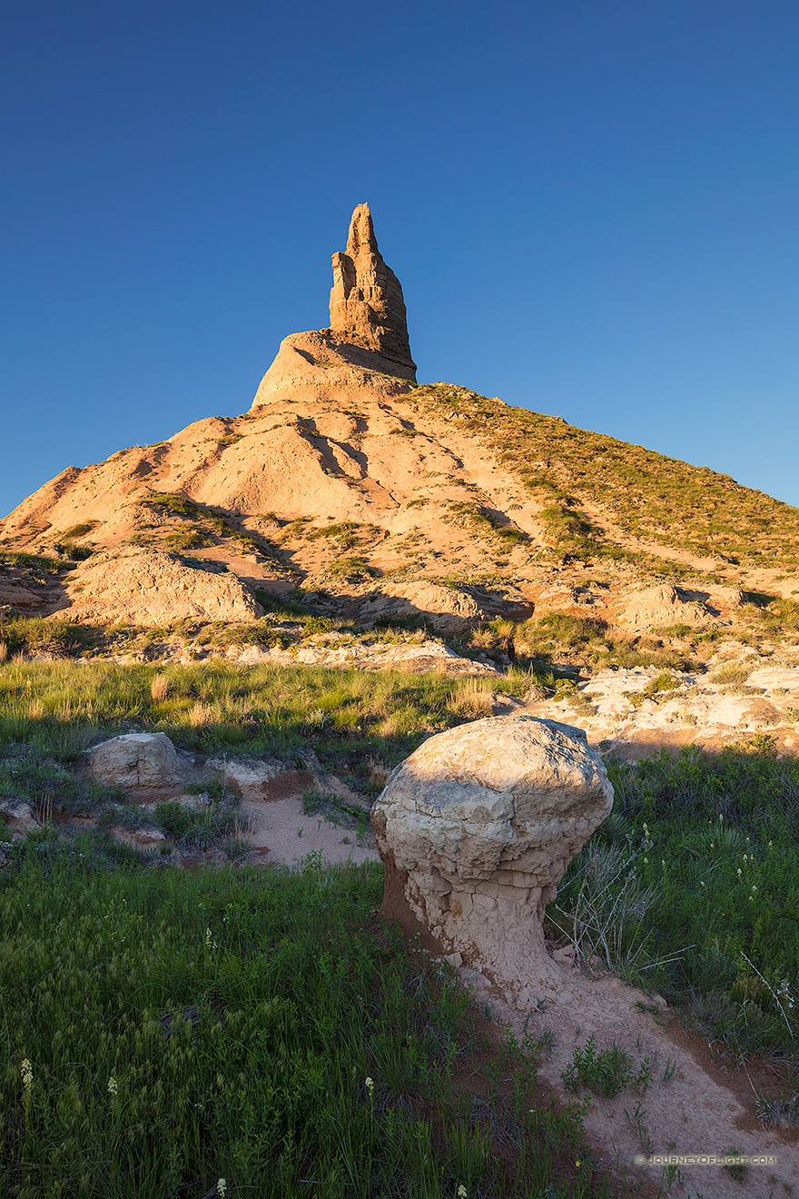 Chimney Rock towers above the plains of western Nebraska.
